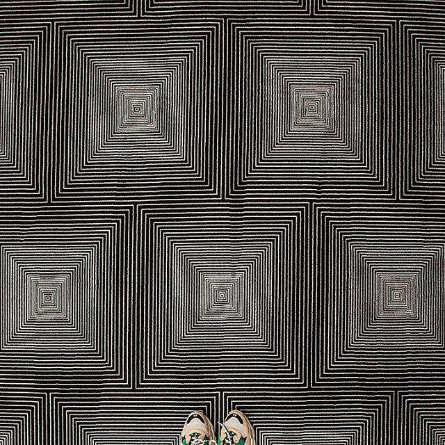Optical illusion🌀  Another shot of our fabulous new style, Squash wool carpeting.⠀ .⠀ ..⠀ …⠀ ….⠀ …..⠀ ……⠀ …….⠀ ……..⠀ ……..⠀ ……….⠀ #aronsonsfloorcovering  #customrugs #textiledesign #carpets #rug #handmadecarpet #handweaving #wool #handtufted #dscolor #texture #color #traditional #contemporary #interiordesign #interior123 #decor #design #architecture #naturalfibers #custommade #ABMlifeiscolorful #modernhome #dstexture #dscolorstory #ihavethisthingwithtextiles #ihavethisthingwithfloors