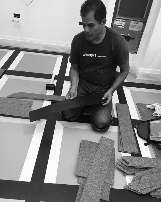 #flashbackfriday Hard at work for @carolyn.pressly.interiors! Behind the scenes at one of our installations. . .. … …. ….. …… ……. …….. …….. ………. #aronsonsfloorcovering  #customrugs #textiledesign #carpets #rug #handmadecarpet #handweaving #wool #handtufted #dscolor #texture #color #traditional #contemporary #interiordesign #interior123 #decor #design #architecture #naturalfibers #custommade #ABMlifeiscolorful #modernhome #dstexture #dscolorstory #ihavethisthingwithtextiles #ihavethisthingwithfloors