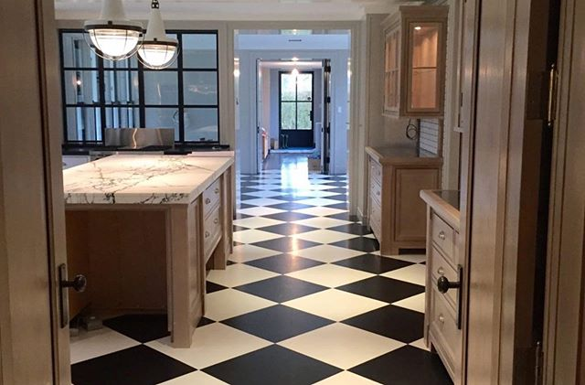 A classic black and white tile for this kitchen…and yes, that's CORK! Design by @antonelliarchitects & photograph by Josh South .. … …. ….. …… ……. …….. #aronsonsfloorcovering  #customrugs #textiledesign #carpets #rug #handmadecarpet #handweaving #wool #handtufted #dscolor #texture #color #traditional #contemporary #interiordesign #interior123 #decor #design #architecture #naturalfibers #custommade #ABMlifeiscolorful #modernhome #dstexture #dscolorstory #ihavethisthingwithtextiles #ihavethisthingwithfloors